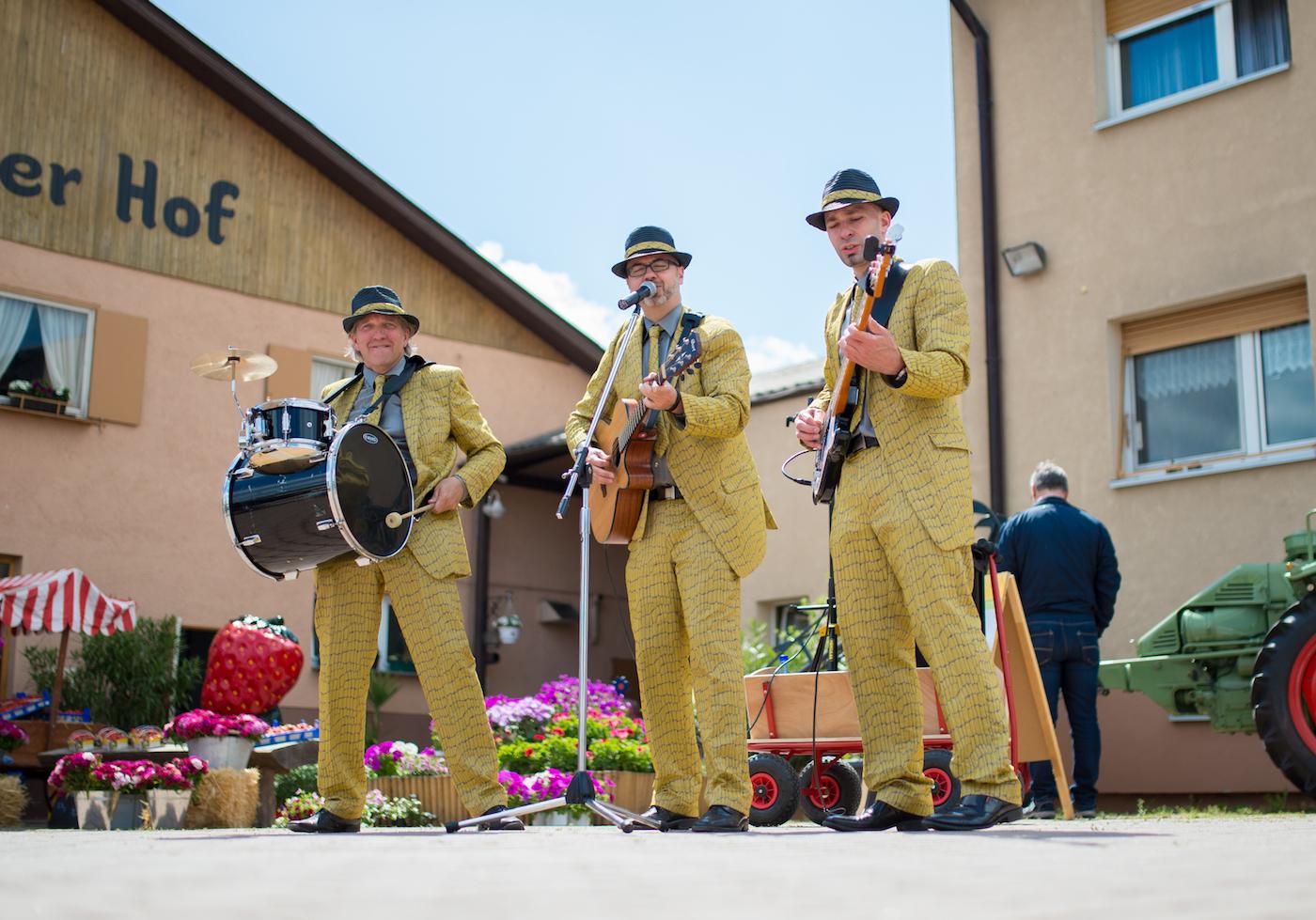 Partyband Trio auf dem Bauernhof